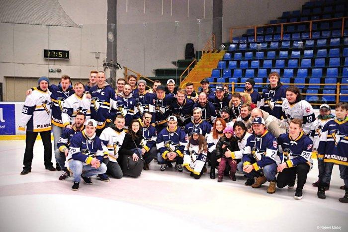 46a7dfd6ecf1a Ilustračný obrázok k článku Pekné gesto prešovského hokejového klubu:  Fanúšikom na štadióne pripravili rozlúčku