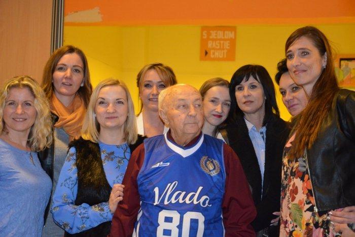 Ilustračný obrázok k článku Mal špeciálne prekvapenie: Legendárny basketbalový tréner v Prešove oslávil osemdesiatku